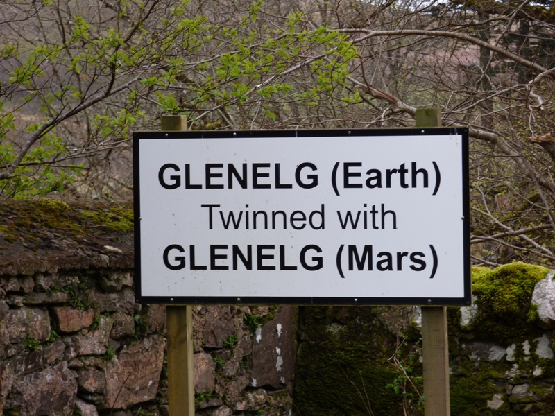 Signpost Glenelg twinned with Mars