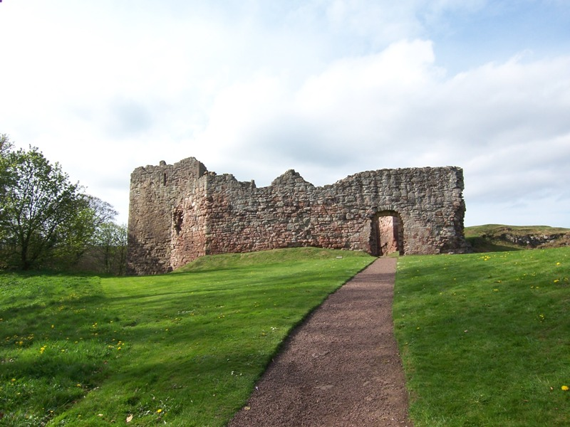 Approach to Hailes Castle from road